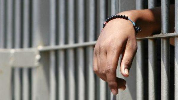 La Camera Penale di Palermo chiede alla Direzione della Casa Circondariale di Palermo informazioni sulle condizioni di salute del detenuto Turi Vaccaro, noto per le sue posizioni pacifiste, per essere egli da diversi giorni in sciopero della fame.